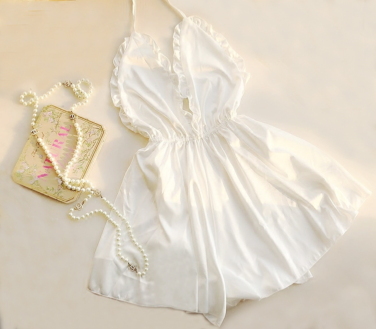 váy ngủ lụa gợi cảm