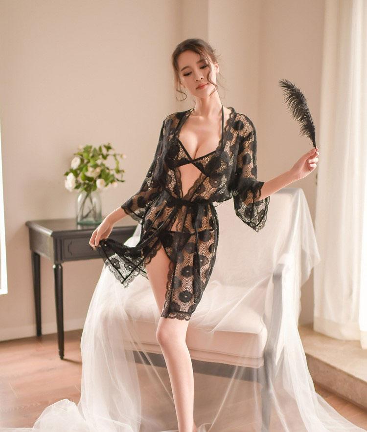 áo choàng sang trọng kèm bộ lót sexy
