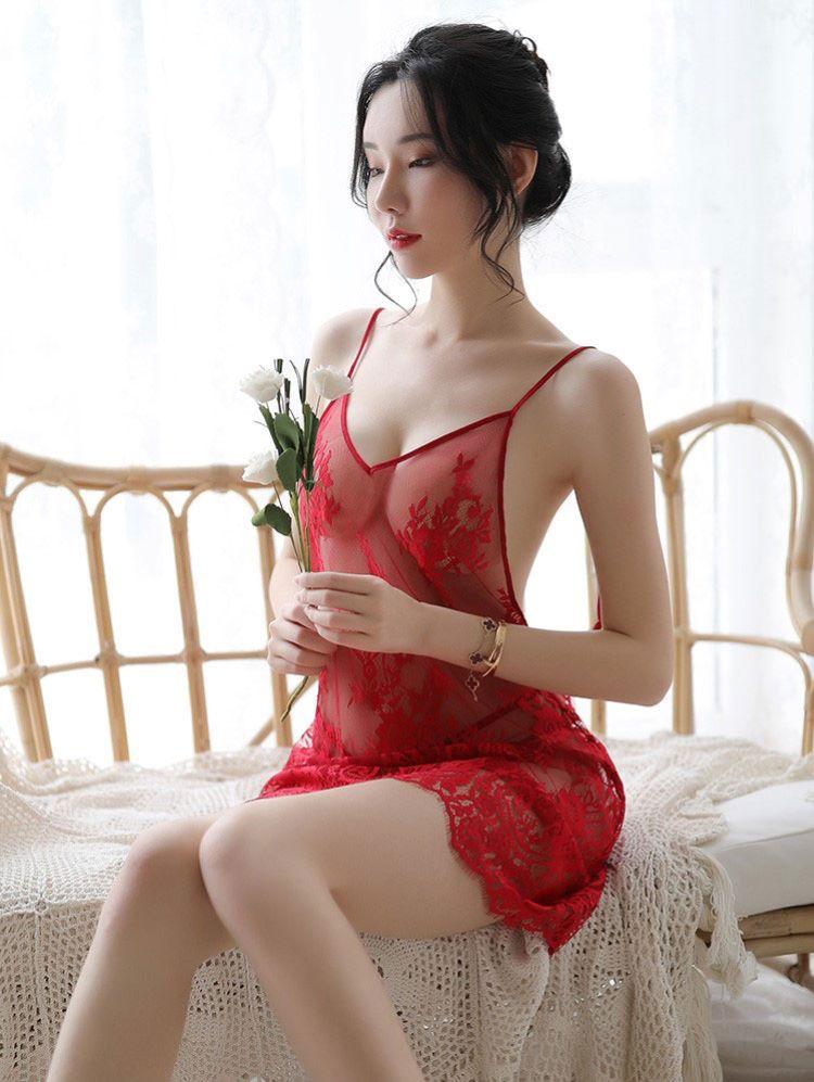 váy ngủ màu đỏ đô