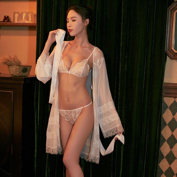 áo choàng kèm bộ đồ lót sexy