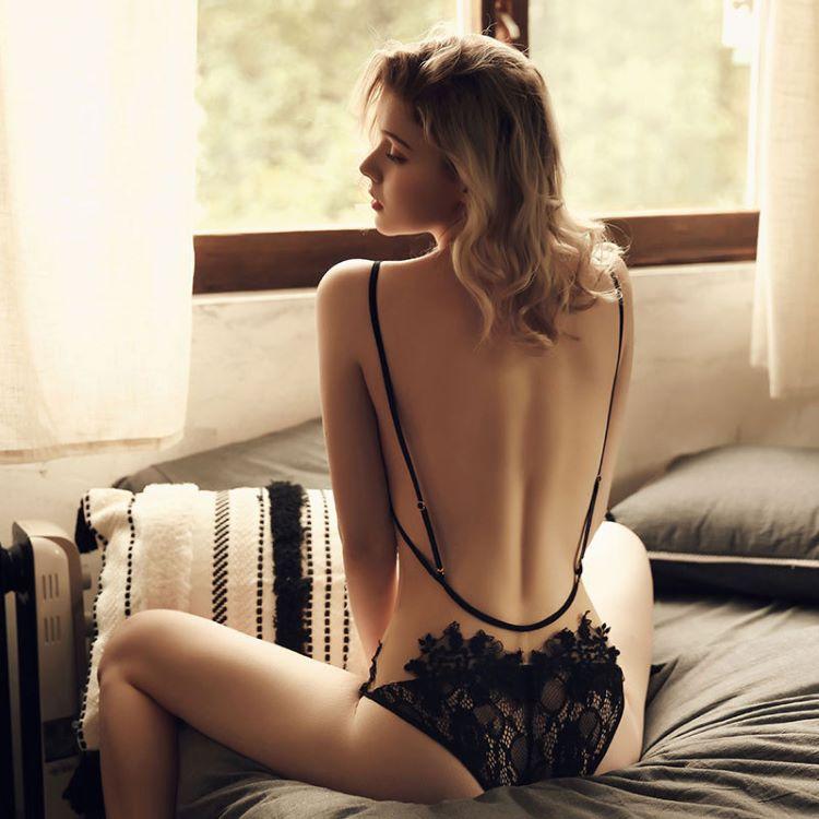 đồ ngủ liền thân 2 dây hở lưng
