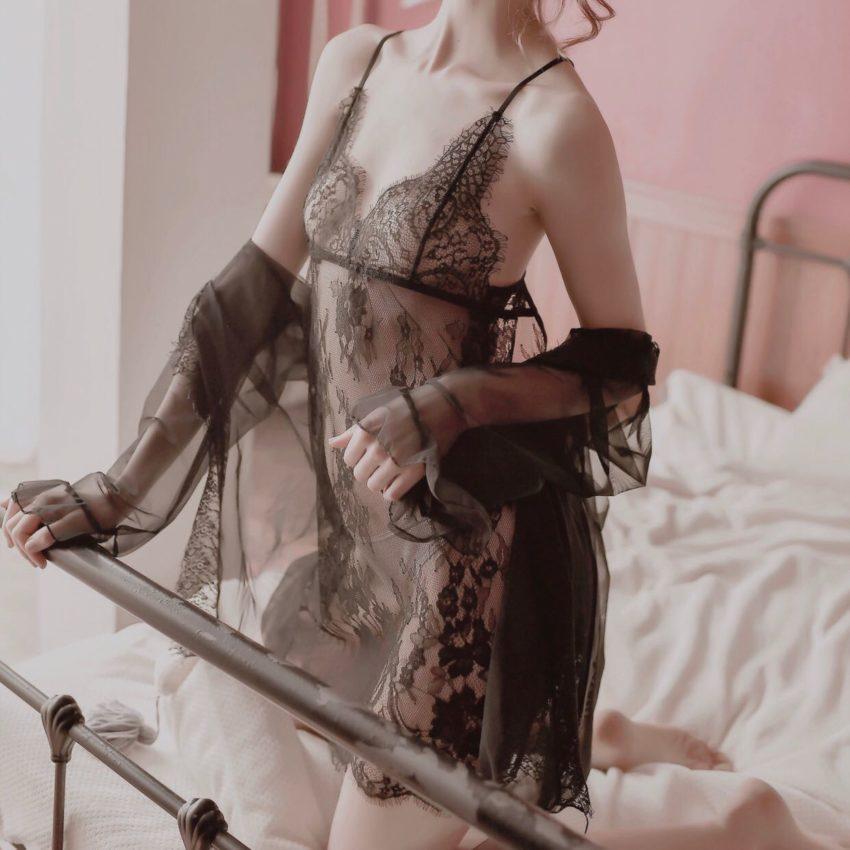Váy ngủ ren kèm choàng ngủ xuyên thấu