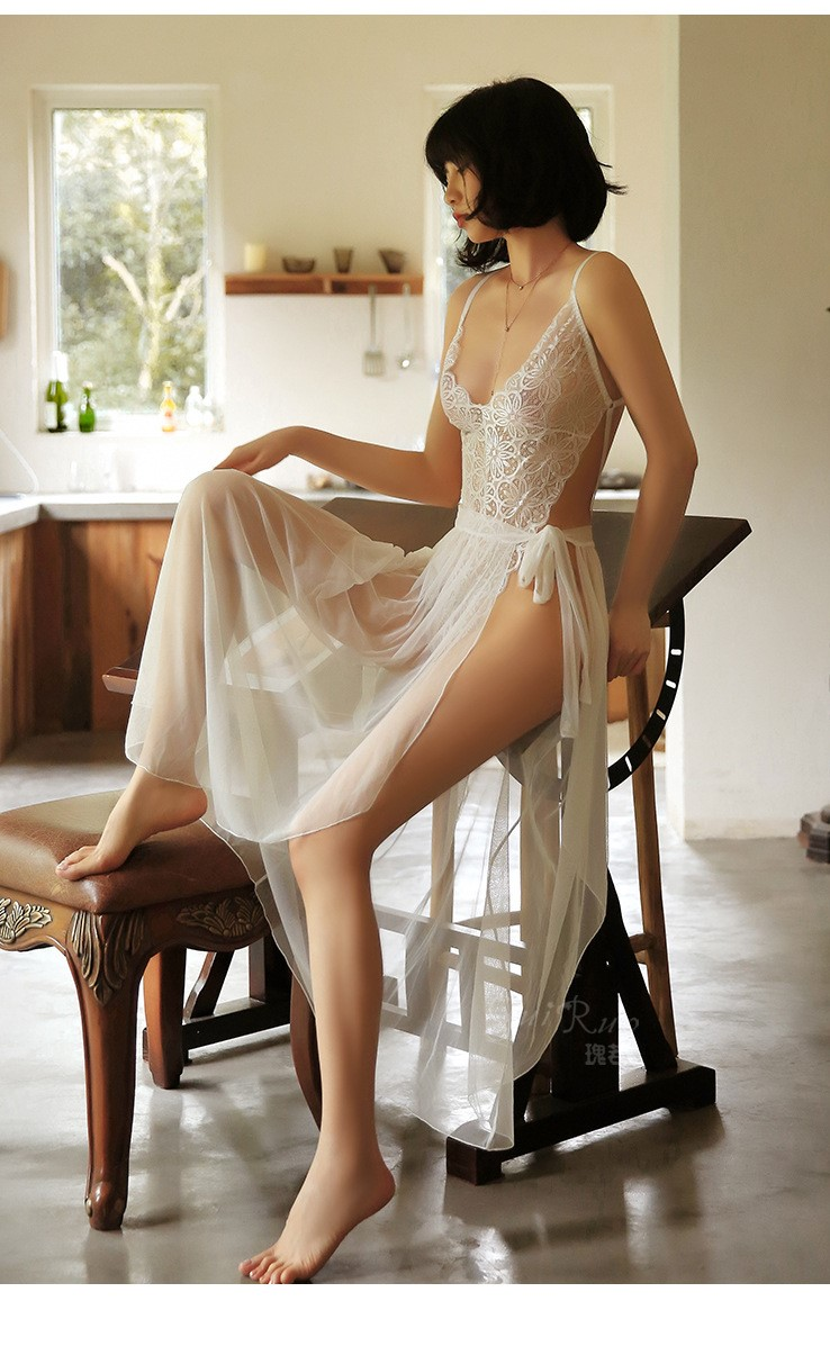 áo liên thân kèm chân váy buộc dây