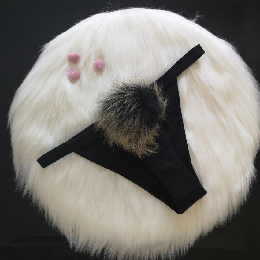 quần lót đuôi thỏ lọt khe